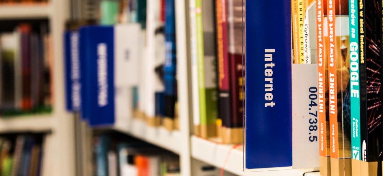 blur-book-book-stack-256517