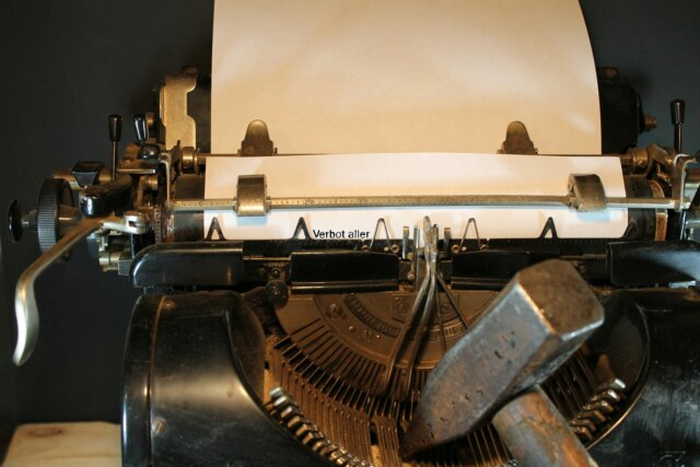 typewriter-3617317_1920